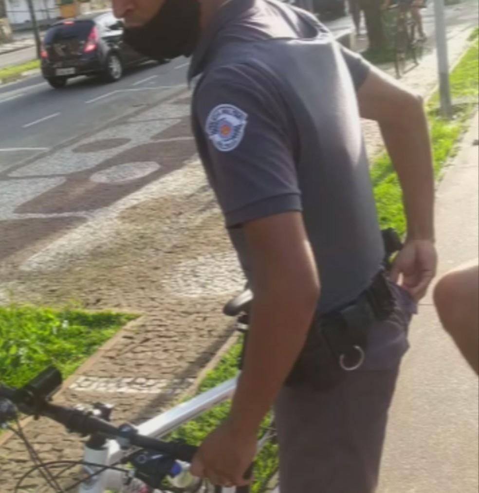 Jovem gravou abordagem de PM e momento em que foi ofendido em Santos, SP — Foto: Reprodução