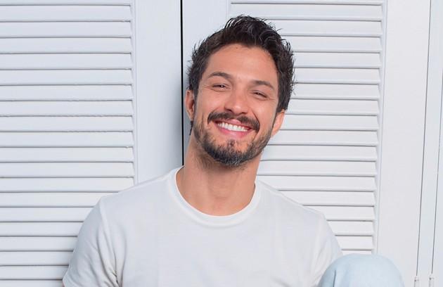 Romulo Estrela também foi escalado para a trama. Ele voltará a trabalhar com Grazi, com quem fez 'Bom sucesso' (Foto: Robert Schwenck)