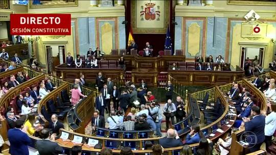 Cinco políticos separatistas da Catalunha tomam posse e voltam pra cadeia, na Espanha