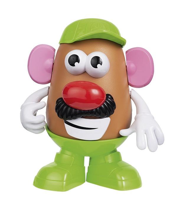 mr. potato head R$ 69,99, Playskool, para Hasbro O brinquedo clássico (19 cm de altura), que ficou ainda mais popular graças ao filme Toy Story, da DisneyPixar, ganha uma versão com novos acessórios. No total, são 13 peças, incluindo base, corpo de batata e itens como chapéus, sapatos e bigodes.  (Foto: Bruno Marçal / Editora Globo)