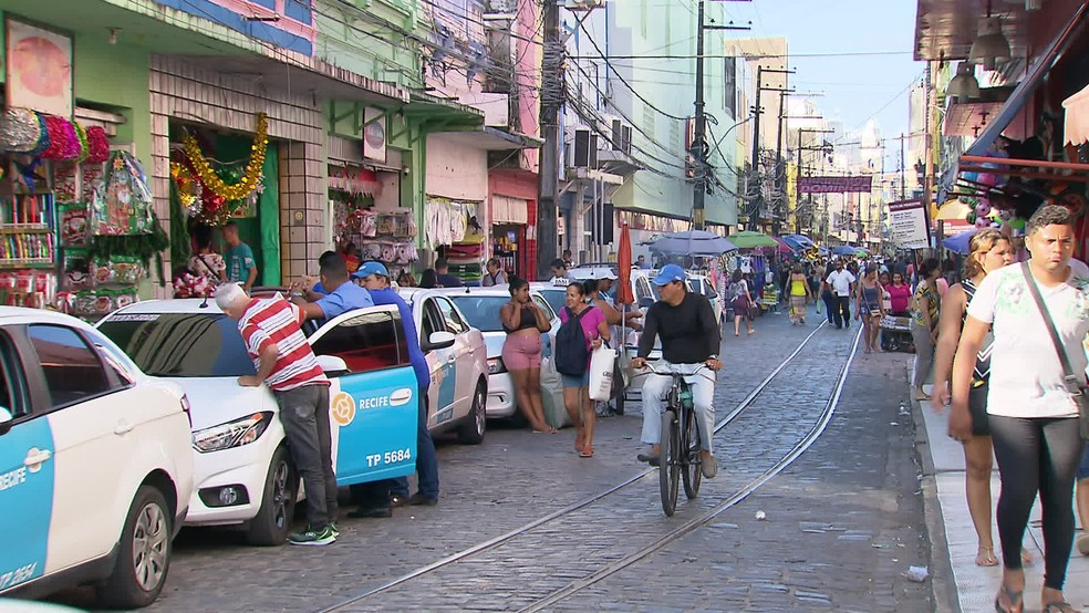 Lojas do Centro do Recife, nos bairros de Santo Antônio e Boa Vista, abrem no feriado da Proclamação da República — Foto: Reprodução/TV Globo