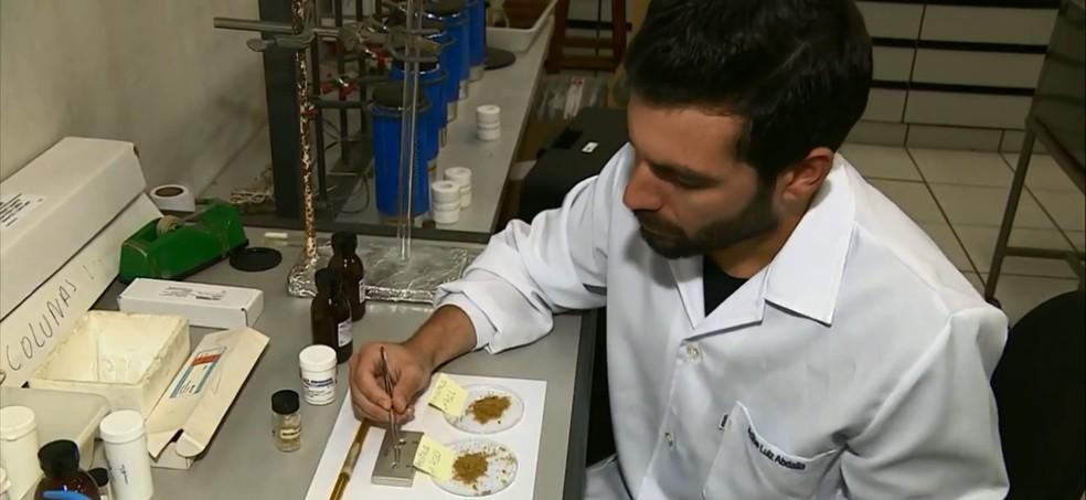 Alimentos de animais foram analisados em equipamentos em laboratório do Cena — Foto: Reprodução/EPTV