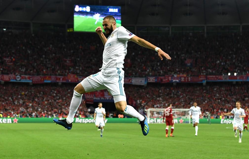 Você já fez gol em final de Champions? O Benzema já, em 2018, contra o Liverpool, depois de uma lambança de Karius. E o Real Madrid ainda foi campeão... — Foto: Getty Images