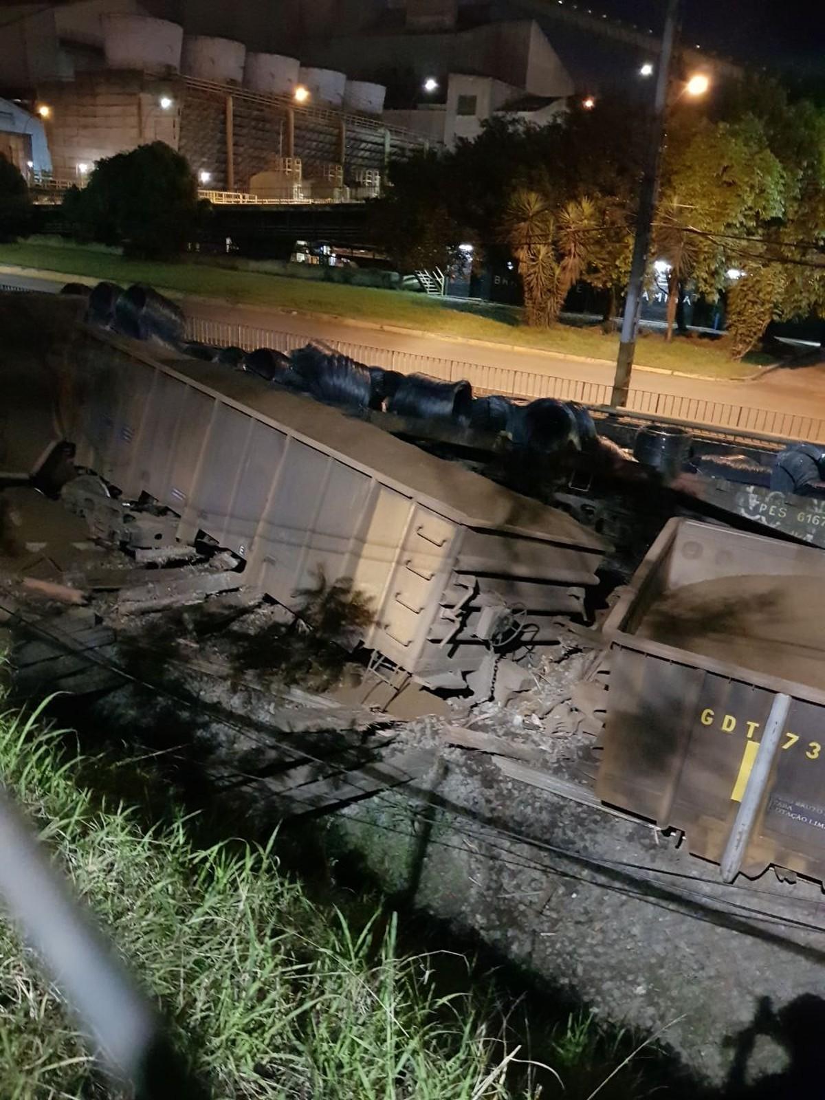 Trem de carga descarrila em área da CSN, em Volta Redonda, RJ