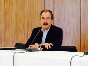 O ministro Aloizio Mercadante durante entrevista no Palácio do Planalto (Foto: Filipe Matoso / G1)