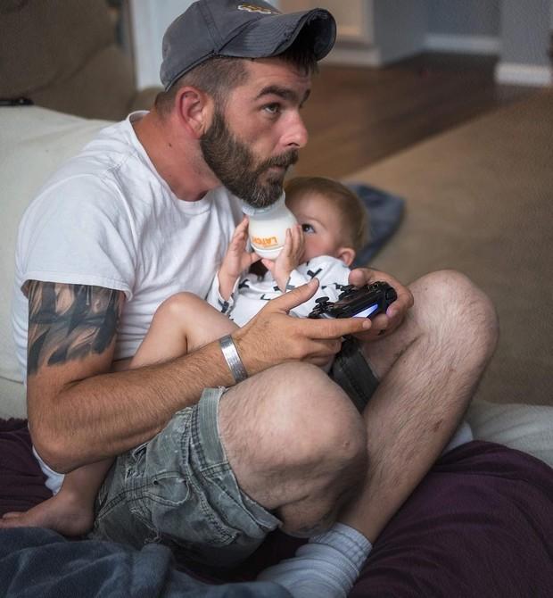 Pai brincando com os filhos (Foto: Reprodução/Instagram)