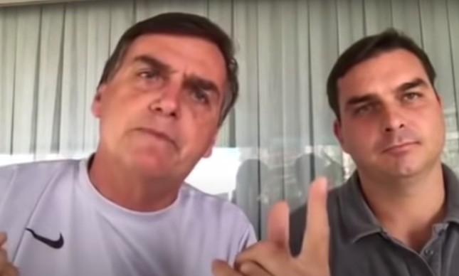 Jair e Flávio Bolsonaro em vídeo