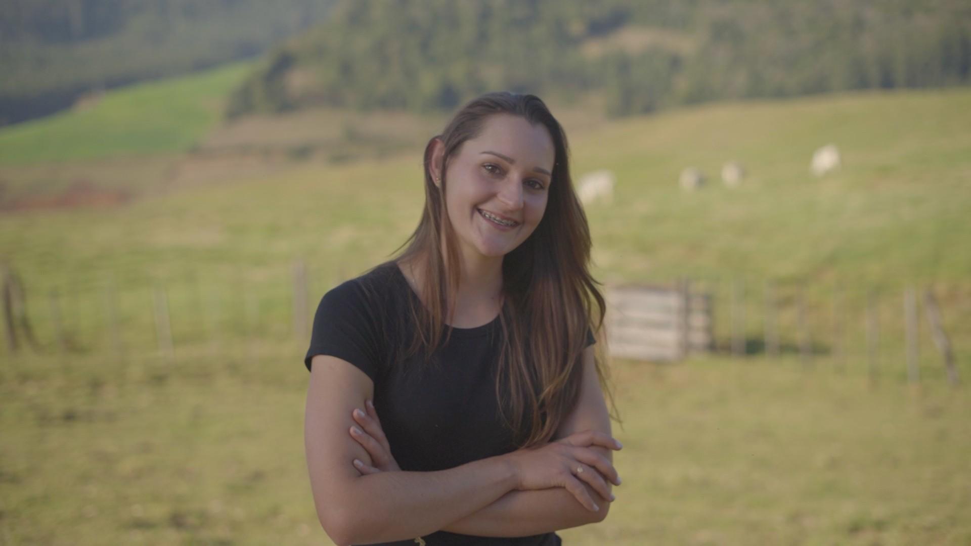 Seguindo os passos do pai, fazendeira de 26 anos assume propriedade da família