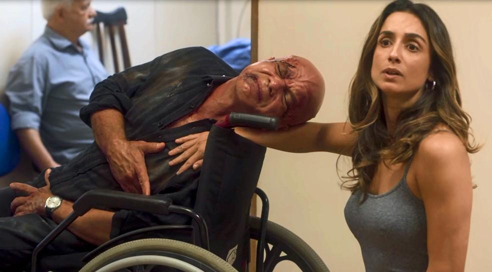 Laureta manda Galdino para um posto de saúde lotado (Foto: TV Globo)