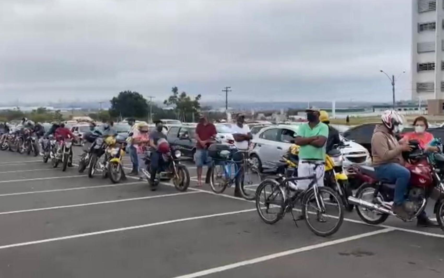 Drive-thru de vacinação contra Covid com fila exclusiva para bicicletas e motos faz sucesso em Aparecida de Goiânia