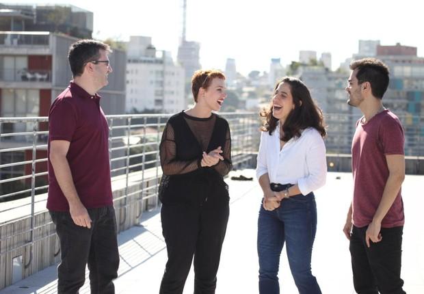 Guilherme Décourt, Guiga Caixeta, Mari Marcílio e Karen Kanaan no prédio que servirá de sede para a escola (Foto: Divulgação)