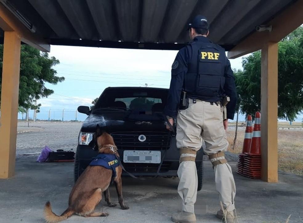 Procurado pelo crime de receptação é detido em Cabrobó. O suspeito estava neste carro — Foto: Divulgação / PRF