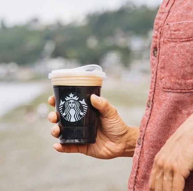 Novo copo da Starbucks (Foto: Starbucks/Instagram/Reprodução)