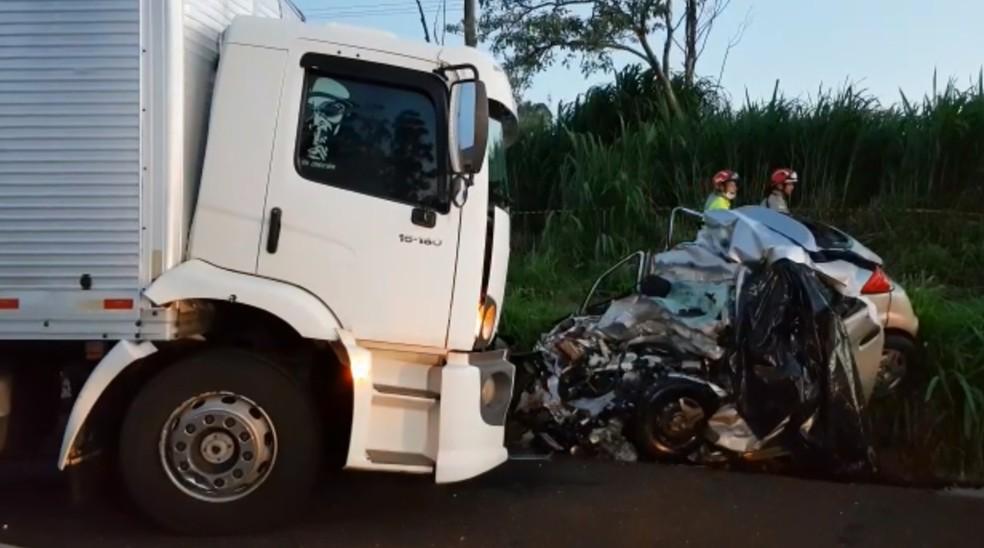 Acidente aconteceu no início da noite de sábado (17), na BR-277, em Santa Tereza do Oeste — Foto: Argeu Almeida/RPC