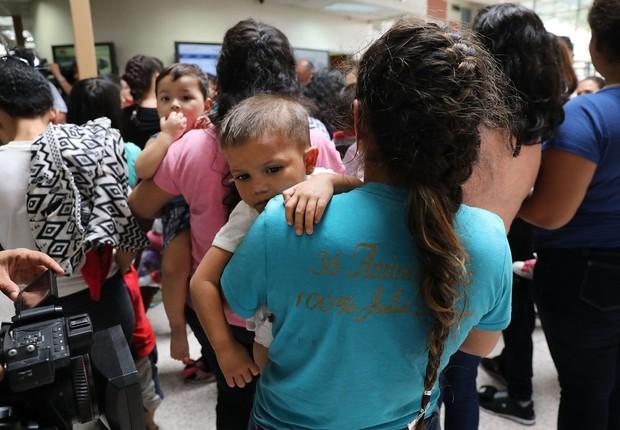 Imigração - mães e filhos imigrantes nos EUA - imigrantes - separação - Estados Unidos (Foto: Spencer Platt/Getty Images)