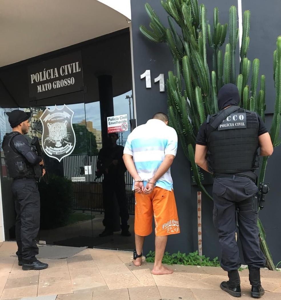 Homem foi preso em Cuiabá durante operação (Foto: Polícia Civil/Divulgação)