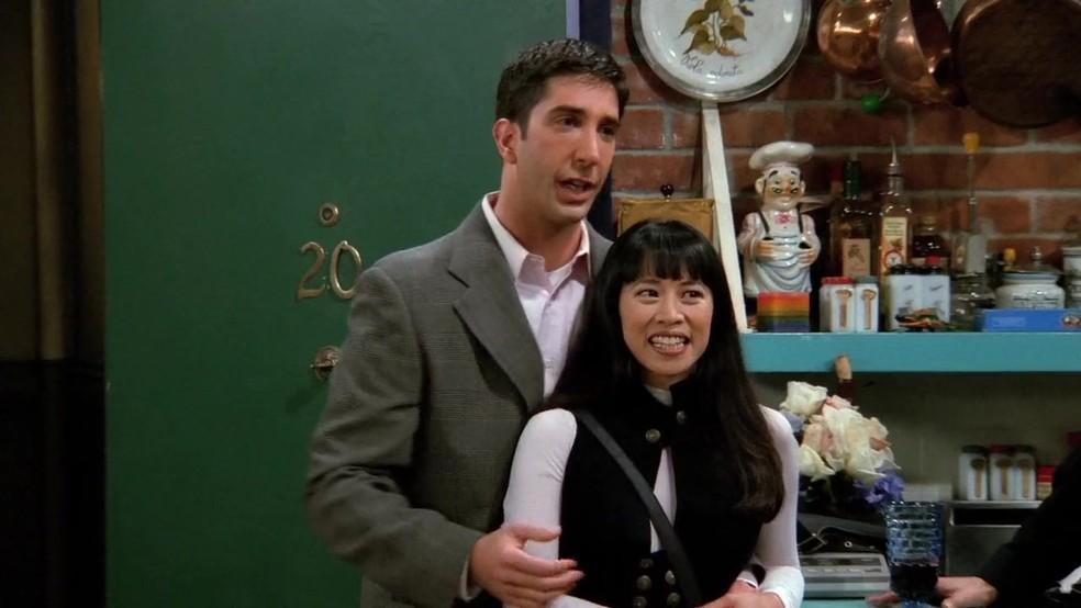Lauren Tom, que interpreta Julie, namorada do Ross em 'Friends' — Foto: Divulgação