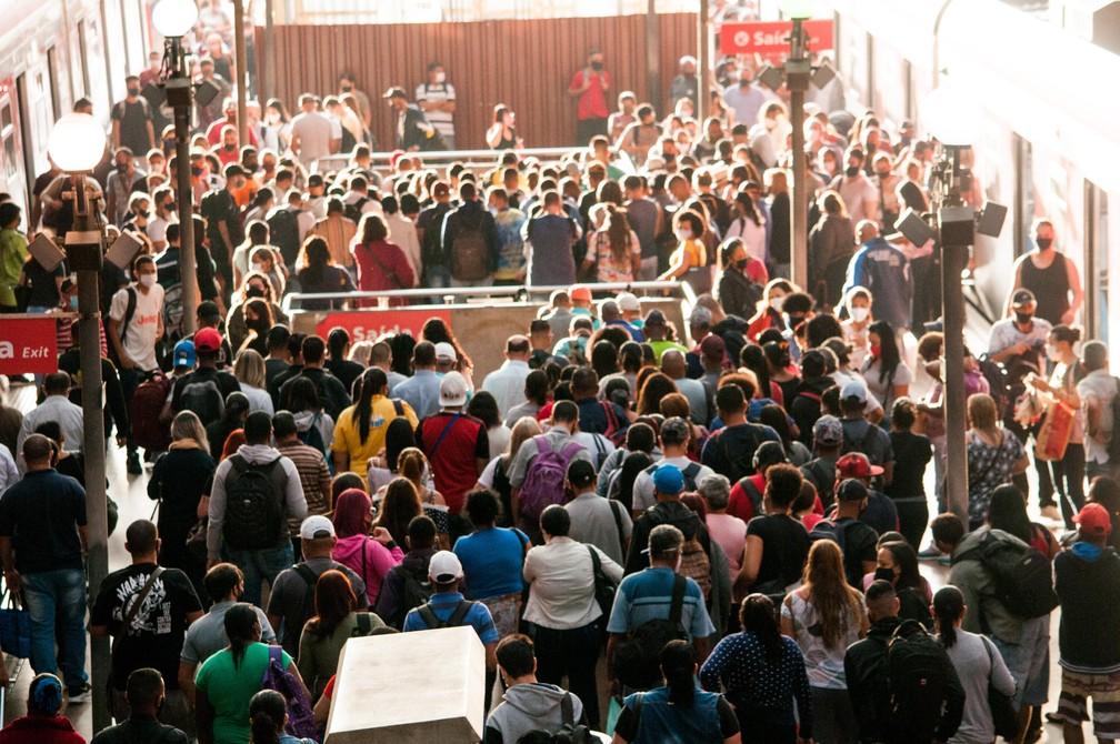 Estação da Luz, no Centro de SP, na manhã desta segunda (15) — Foto: BRUNO ROCHA/ENQUADRAR/ESTADÃO CONTEÚDO