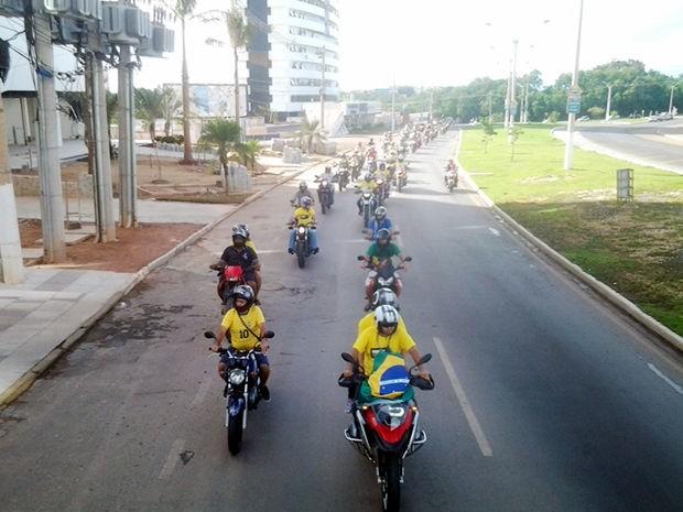 Protesto e carreata contra a corrupção em Cuiabá. (Foto: Kelly Martins/G1)