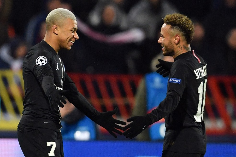 Mbappé e Neymar: parceiros no PSG — Foto: Reuters