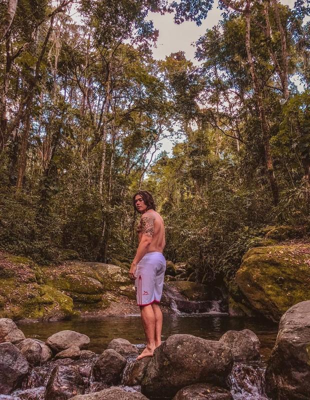Whindersson Nunes: desabafo em cachoeira (Foto: Reprodução Instagram)