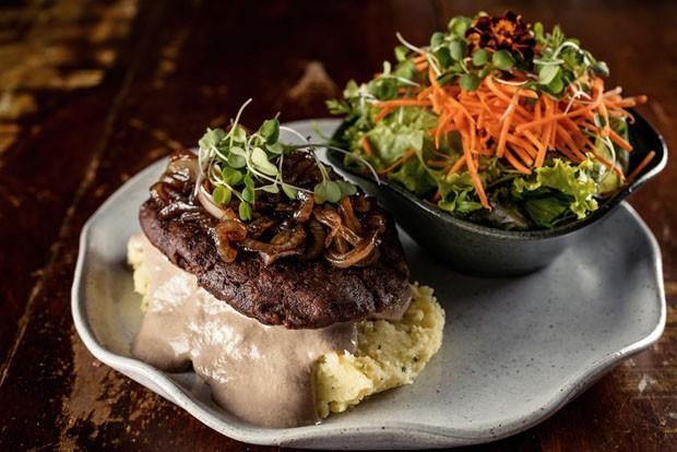 Receita de bife vegetariano leva feijão e cogumelos (Foto: Divulgação)