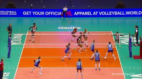 Cada vez mais confortável com a revisão em vídeo, FIVB testa redução nos juízes de linha