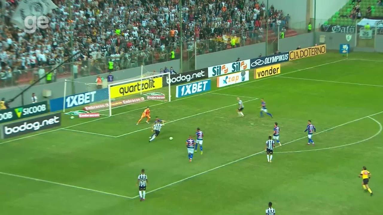 Felipe Alves faz três grandes defesas em partida contra Atlético-MG, pela Série A