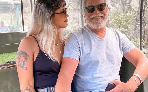 """Carol Junger conta que José de Abreu se apaixonou antes: """"Achava que não ia dar certo"""""""