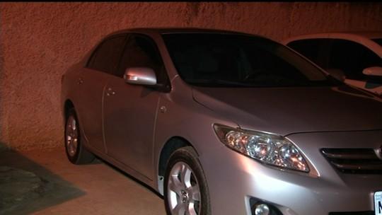 Ladrões assaltam casal e desistem de levar homem como refém após notarem que mulher grávida passava mal, em Luziânia