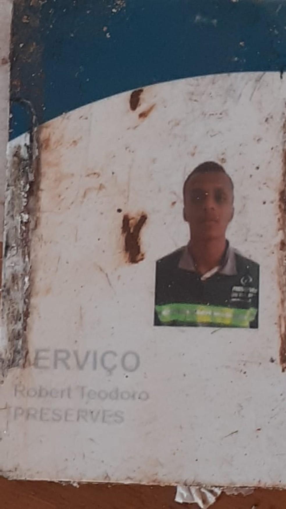 Crachá de Robert Ruan foi encontrado com o corpo dele, em Brumadinho — Foto: Arquivo pessoal