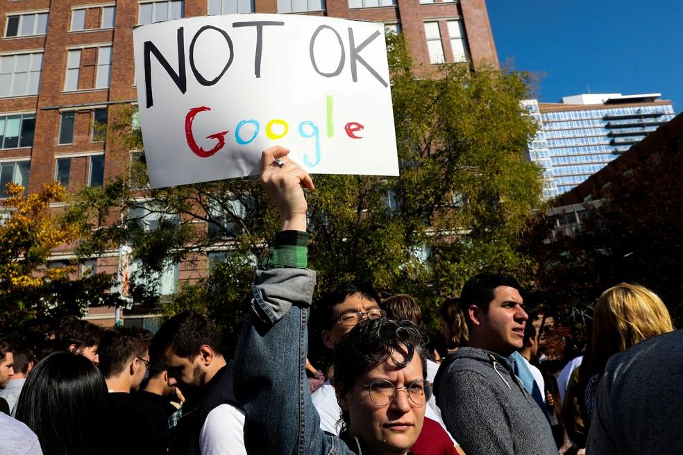 Funcionários do Google protestam contra assédio sexual, em dezembro de 2018.  — Foto: REUTERS/Jeenah Moon
