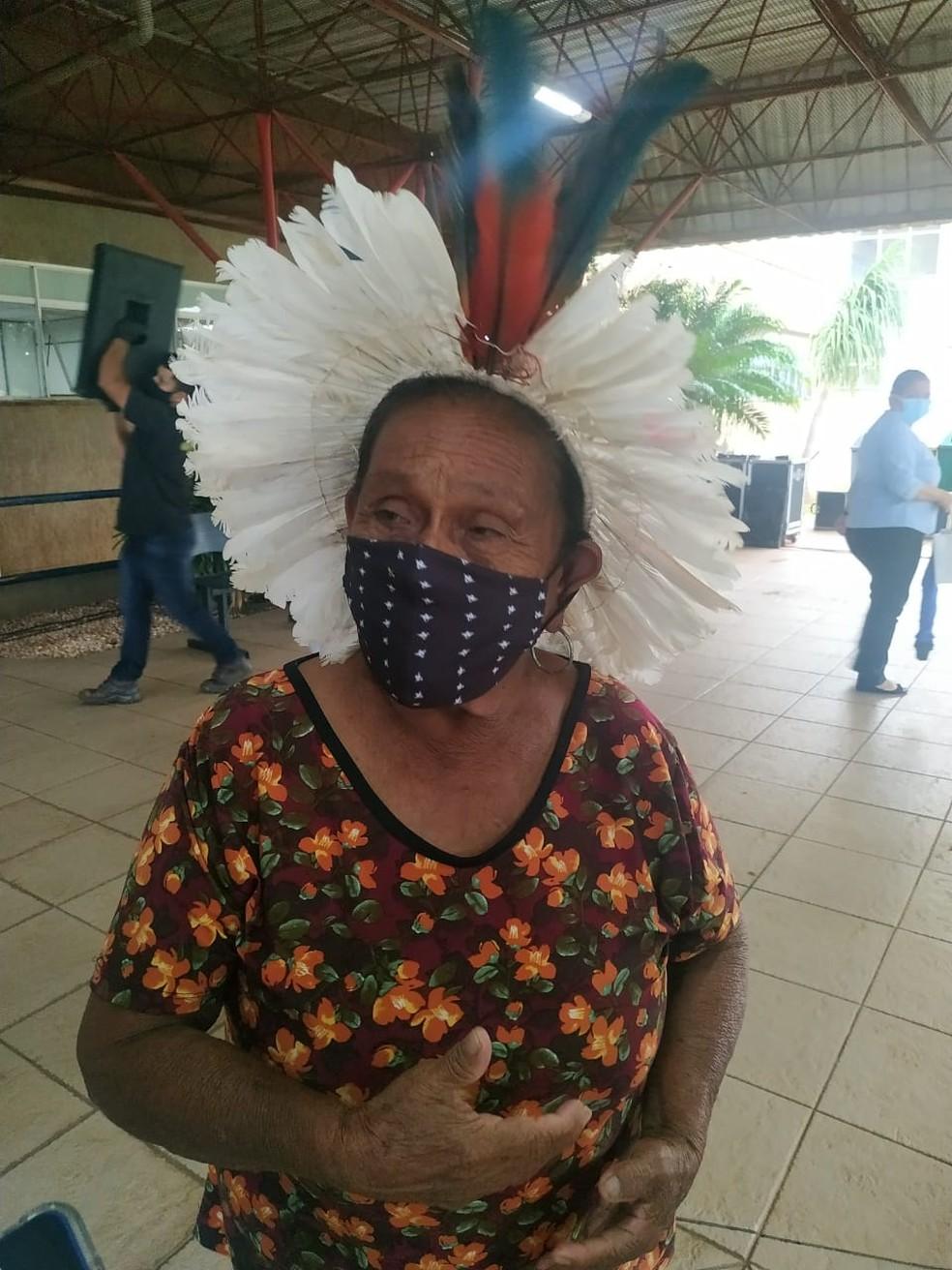 Domingas da Silva, indígena da etnia Terena de 91 anos, foi uma das três primeiras pessoas a receber vacina contra Covid-19 em MS — Foto: TV Morena/Reprodução