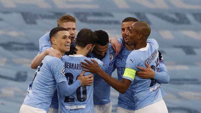 Jogadores do City comemoram o gol de Mahrez contra o PSG