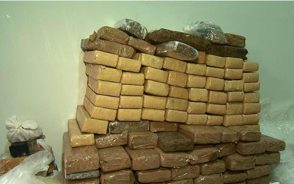 Droga foi apreendida com a quadrilha (Foto: Fernando Correia/TV Oeste)