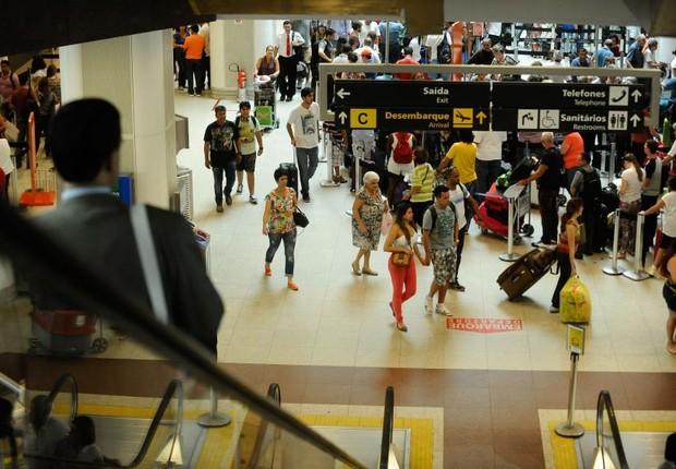Movimentação de passageiros no aeroporto Santos Dumont do Rio (Foto: Tânia Rego/Agência Brasil)