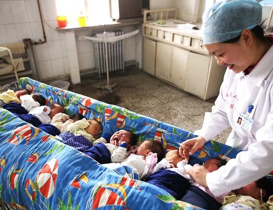Bebês nascidos em Zhangjiakou, província da China. Pais consultam até cartomantes na busca do nome perfeito (Foto: VCG/VCG VIA GETTY IMAGES)