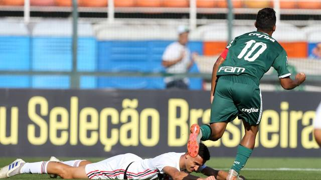 A comemoração de Gabriel Veron no primeiro gol do Palmeiras