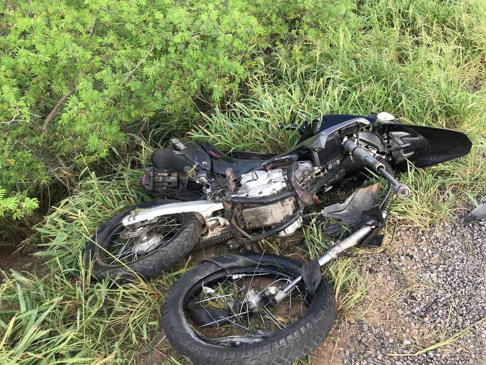 Motociclista também morreu no acidente — Foto: Alex Muniz/  Site do Voz da Bahia