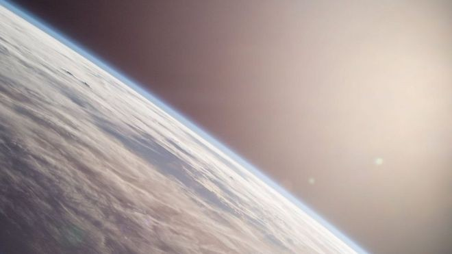 No afélio, a Terra está cinco milhões de quilômetros mais longe do Sol do que no periélio  (Foto: Nasa via BBC)