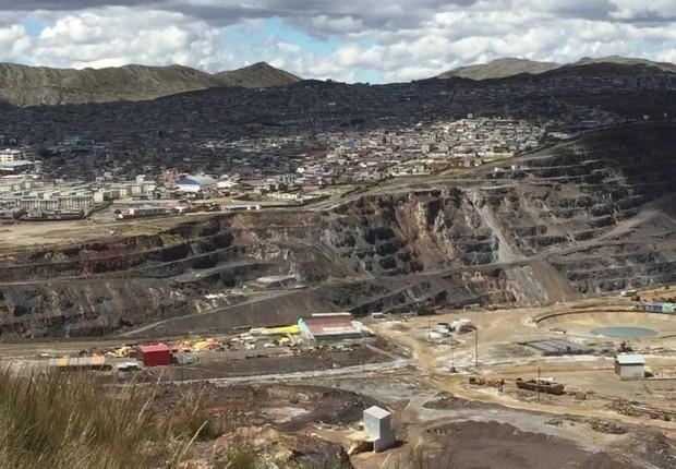 Cerro de Pasco, no Peru, é, em sua essência, uma enorme mina a céu aberto - localizada a 4,3 mil metros de altitude. (Foto: BBC)