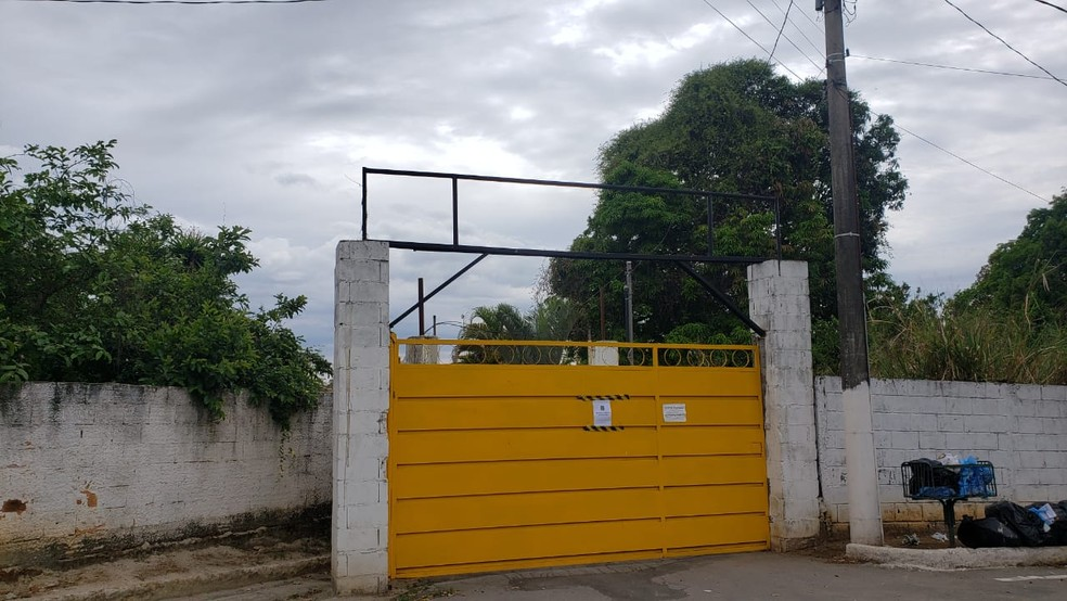 Fachada da clínica que foi interditada em Prudente de Morais  — Foto: Cláudia Mourão/TV Globo