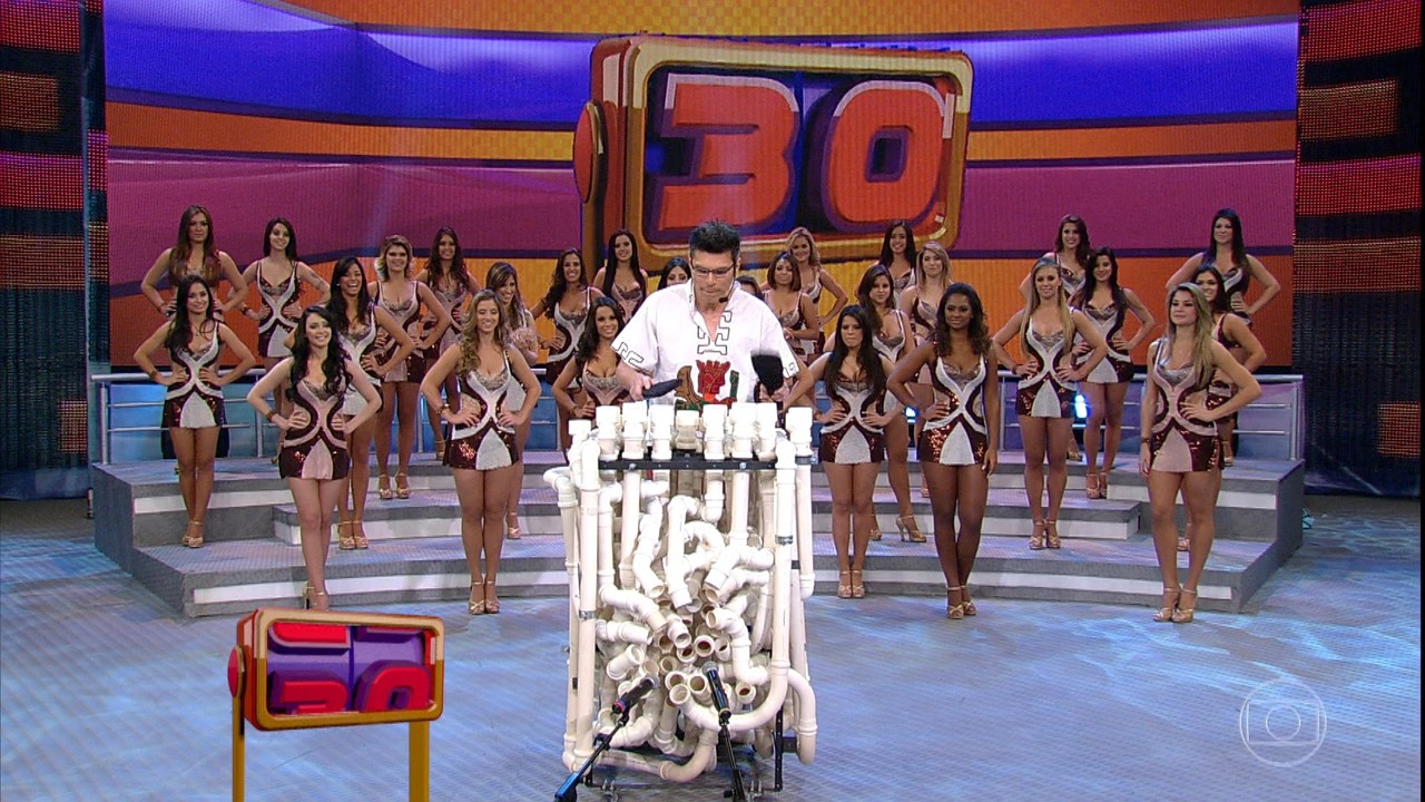 Se Vira Nos 30: Carlos Carty e Tubofone no palco do Domingão