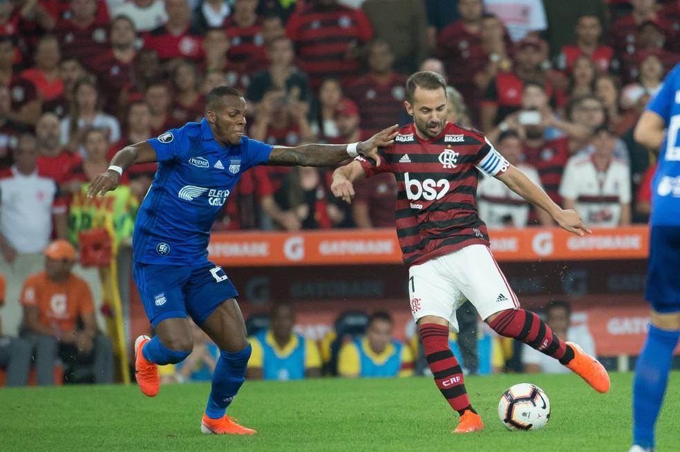 Everton Ribeiro durante a partida do Flamengo contra o Emelec — Foto: Alexandre Vidal/Flamengo
