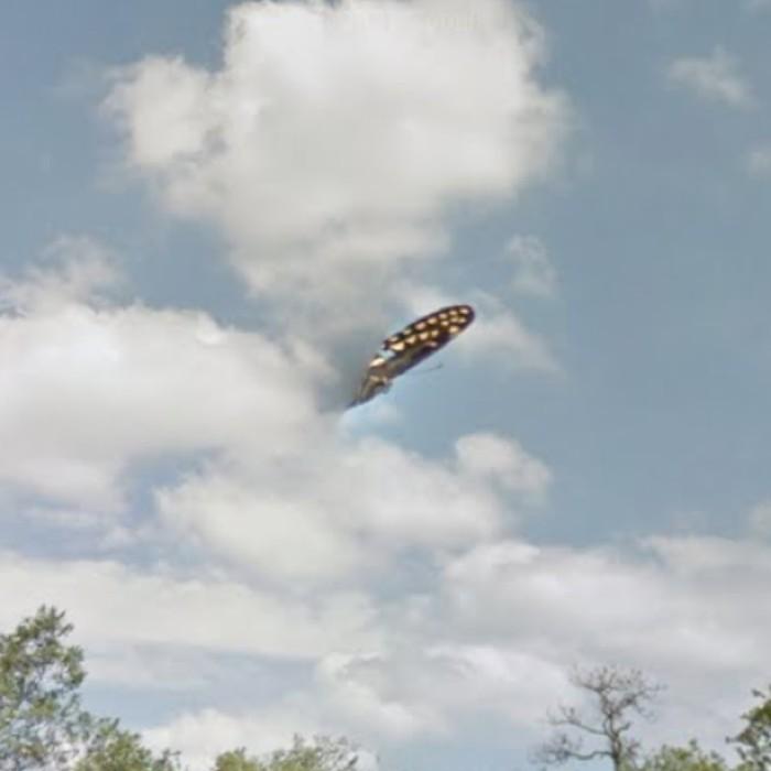 Vista aproximada do objeto estranho no céu da Flórida (Foto: Google Street View)