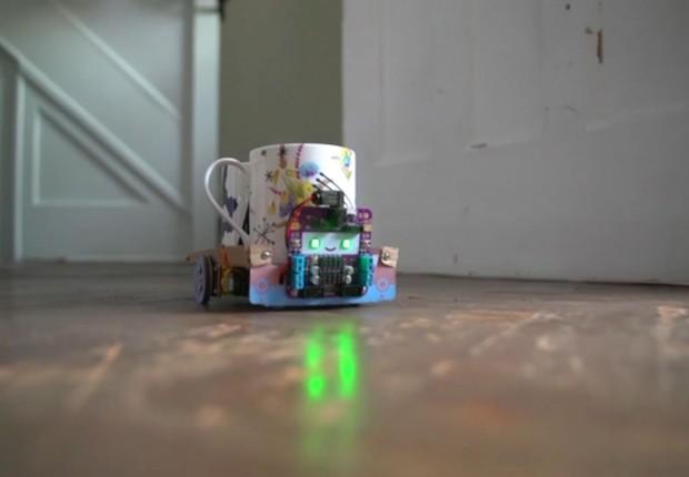 Smartibot, robô  é controlado pelo smartphone e pode ter, entre os componentes, papelão, lego e até batatas (Foto: via BBC)