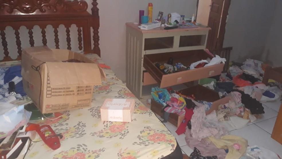 Moradora diz que encontrou casa revirada e vários móveis furtados nesta quinta (4) — Foto: Arquivo pessoal