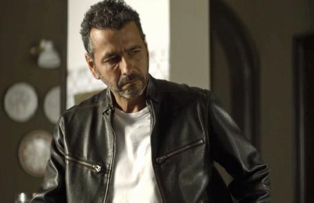 Na quarta (25), depois do acidente de Josiane, Amadeu (Marcos Palmeira) e Téo (Rainer Cadete) desconfiarão de Fabiana Reprodução