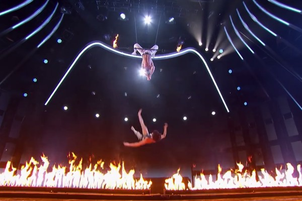 A queda da trapezista Mary no programa America s Got Talent (Foto: YouTube)