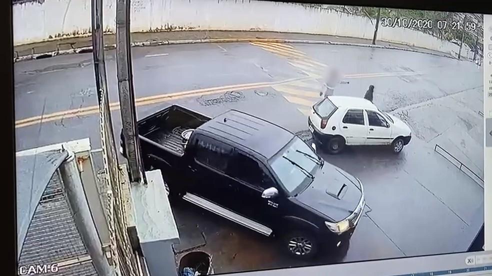 Homem é preso após agredir esposa em Piedade — Foto: Circuito de Segurança/Divulgação